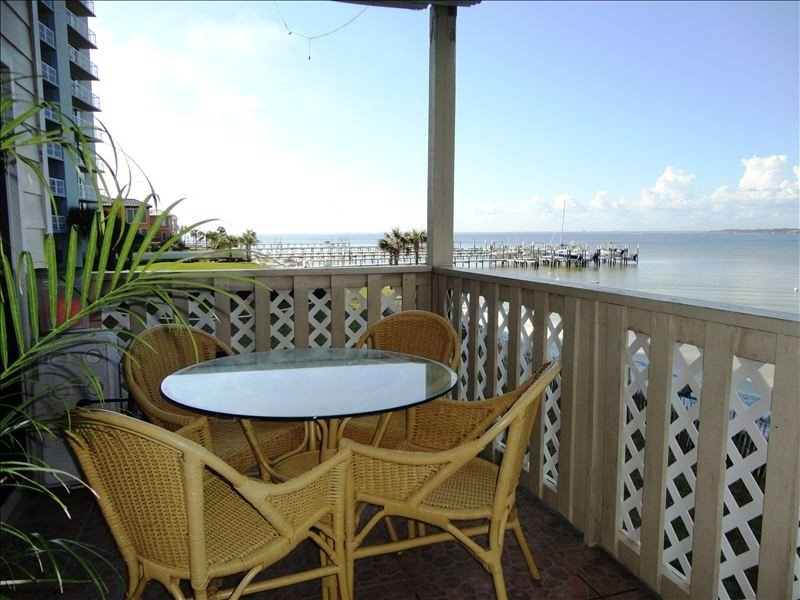 Panoramic Bay View!  Family Friendly Beach, Quiet Surf Sounds!, holiday rental in Pensacola Beach