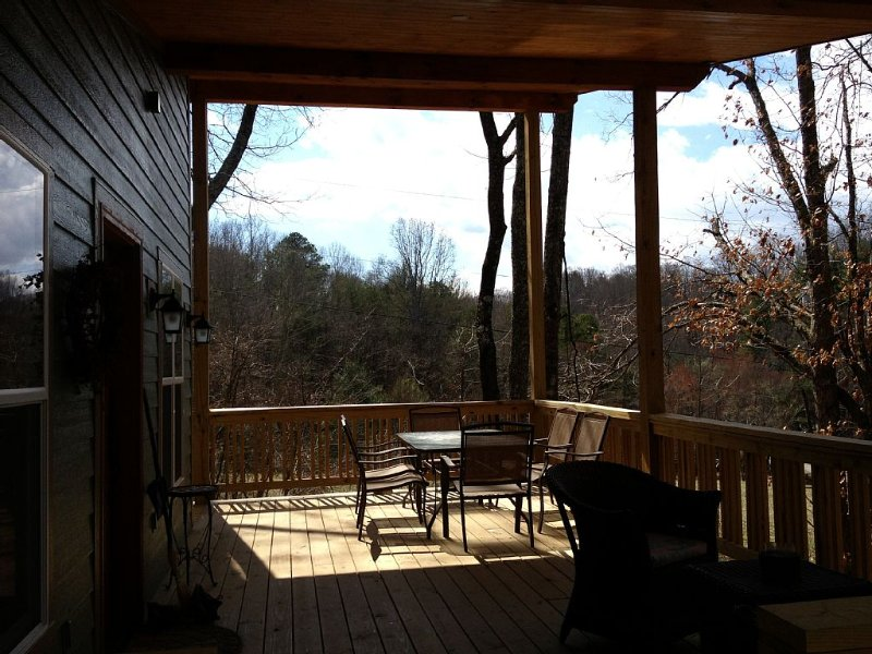 2013 Mountain Home - 15 Min To Asheville! Great Deck, Views And Spiral Stairs, holiday rental in Candler