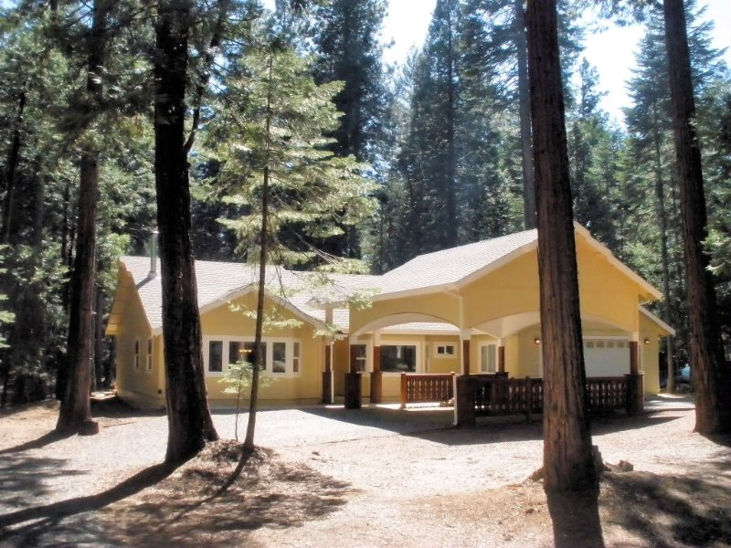 Beautiful Custom Home near Lake McCumber & Mt Lassen, holiday rental in Shingletown