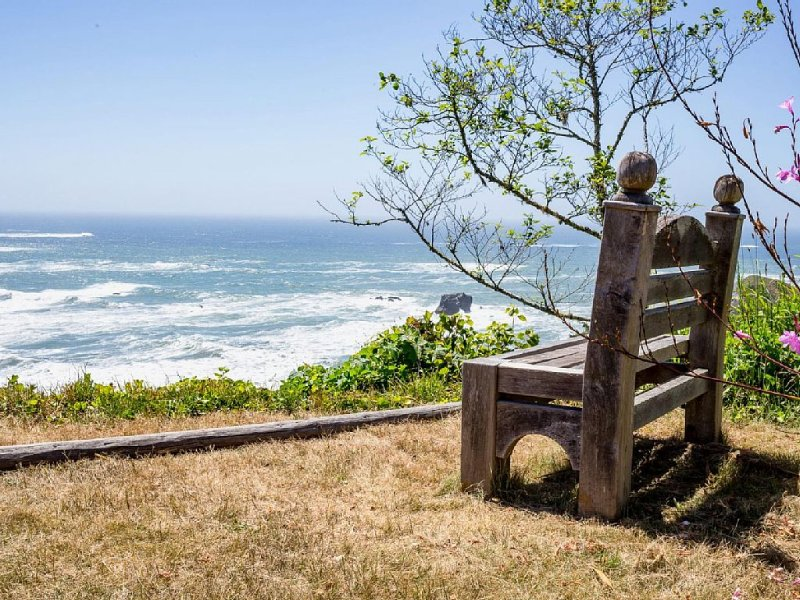 Cottage on Ocean Bluff, vacation rental in Humboldt County