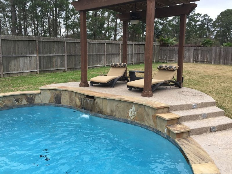 Nice Family Friendly, HEB & Wallgreens Walking, Iron Man, vacation rental in The Woodlands