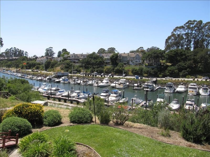 Gorgeous Yacht Harbor & Ocean Views from This Stunning Home with Hot Tub!, holiday rental in Scotts Valley