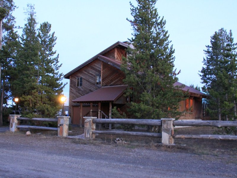 Eagle's Nest in Town of West Yellowstone, holiday rental in West Yellowstone