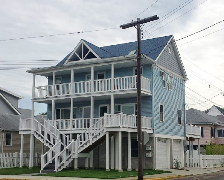 Beautiful Water-View Beach House Near Sandy Hook Right Unit, vacation rental in Highlands