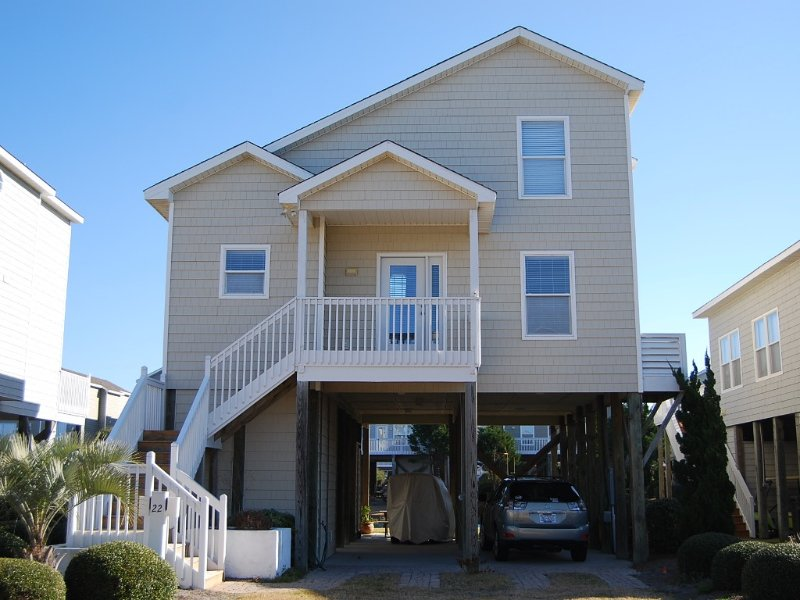 Beautiful 4BR Island Park Home on the Water!, vacation rental in Ocean Isle Beach