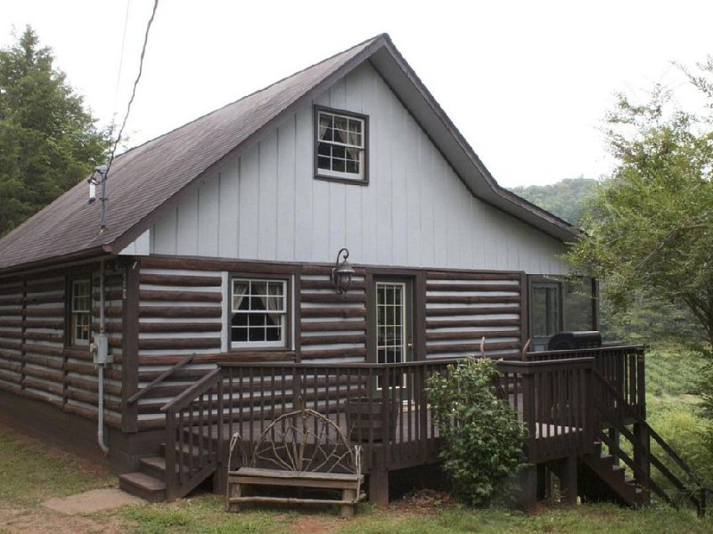 Rabbit Creek Hideaway  Secluded less then 2.5 miles from town!, location de vacances à Franklin