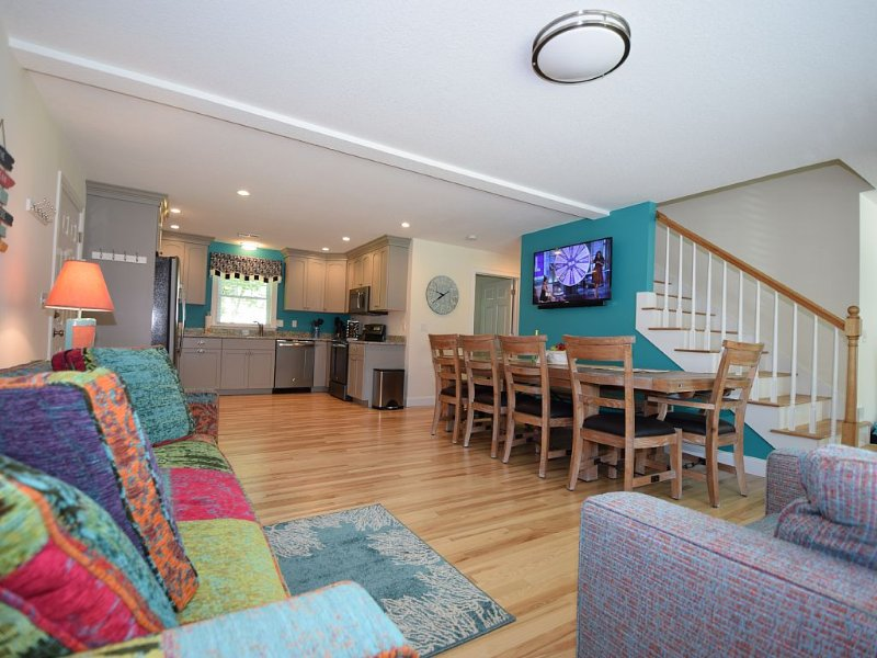New Year Round Rental - 1/4 Mile To Short Sands Beach & Downtown York, vacation rental in Cape Neddick