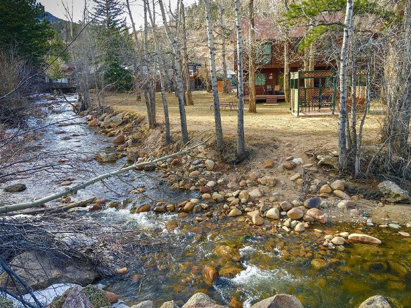 Estes Park 2B Luxury Condo on Fall River. Mtn. Views-WIFI-HDTV - Winter Special, vacation rental in Estes Park