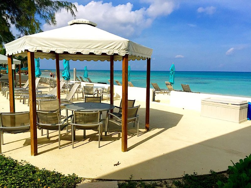 Spectacular Beachfront Condo, Seven Mile Beach - Ground Floor!, vacation rental in George Town