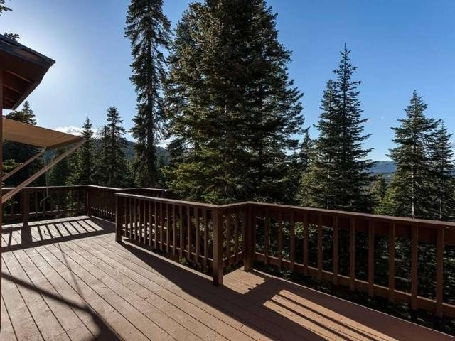 Family Friendly Luxury Ski Lodge W/ Hot-tub, 2 Main Decks, Pool Table And Wifi, vacation rental in Truckee
