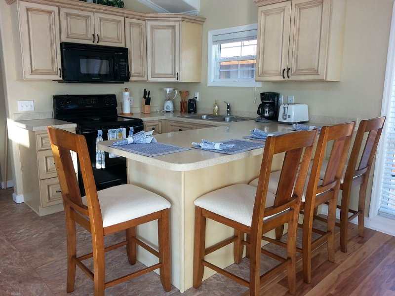 Spacious Floating Condo on the water with all upscale amenities., holiday rental in Apalachicola