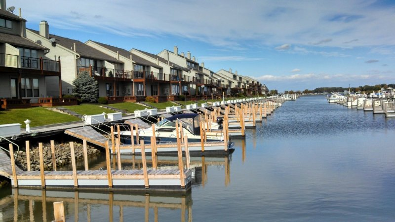 Harbor front condo.  Spring dates available for fishing season, holiday rental in Port Clinton