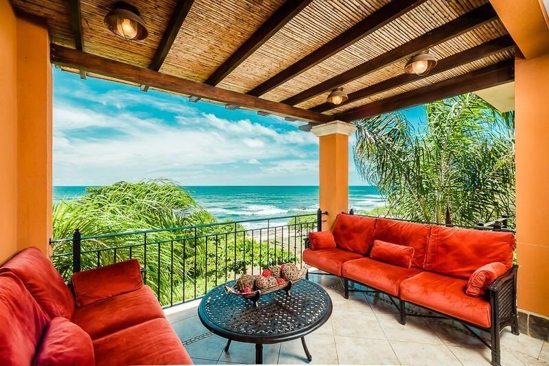 Spectacular Penthouse Condo on the Beach!, Ferienwohnung in Tamarindo