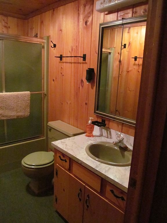 Upstairs full bath with tub and shower which is between the 2 bedrooms