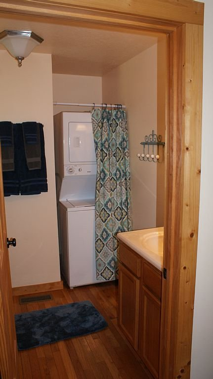 Full bath & laundry on the main floor