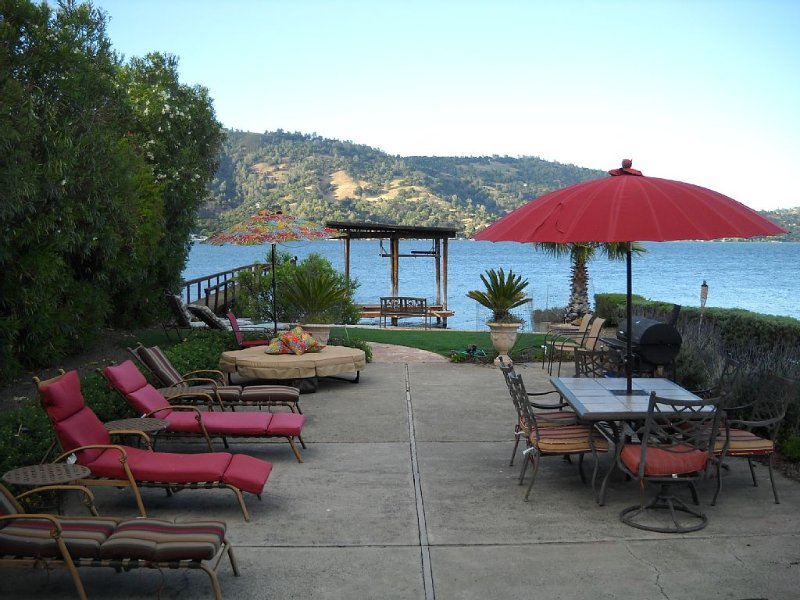 Lakefront Vacation Home with Private Beach, Dock, Pool Table, holiday rental in Soda Bay