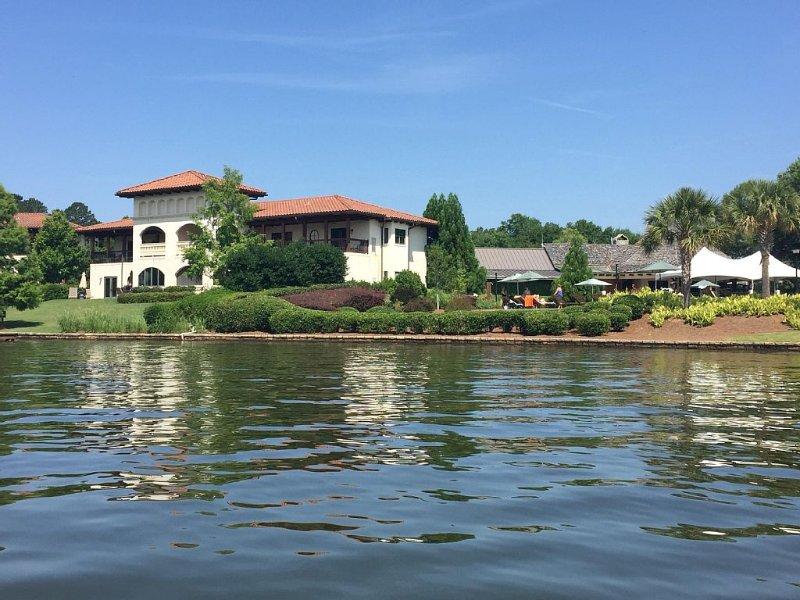 Gorgeous Lakefront villa overlooking picturesque Lake Oconee!, vacation rental in Eatonton