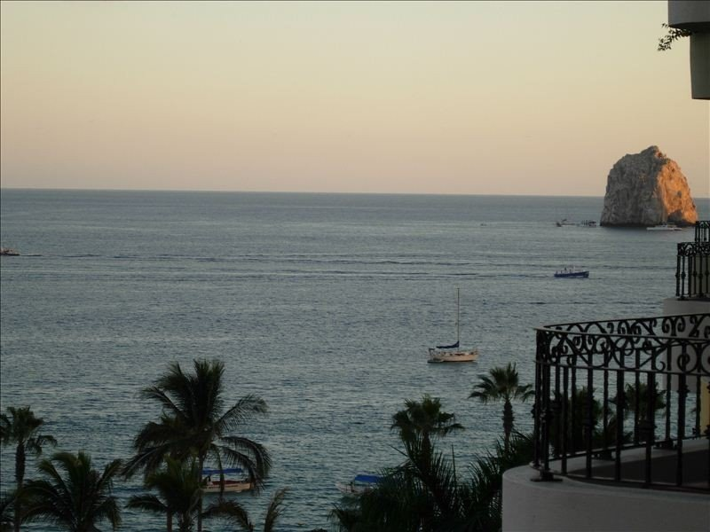 VRBO & HomeAway Splendor - 7th Floor Ocean View - First Class Service, vacation rental in Cabo San Lucas