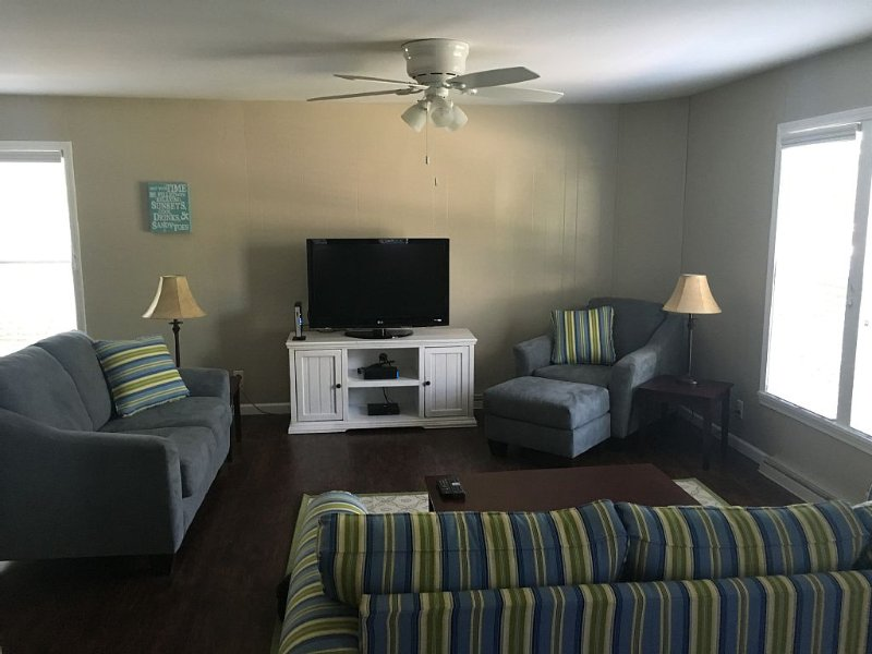 Haven Away From Home, 2 Blocks To South Beach And Short Walk To Quaint Downtown, casa vacanza a South Haven
