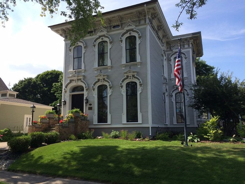 Great downtown location in one of Grand Haven's most famous historic homes, holiday rental in Grand Haven