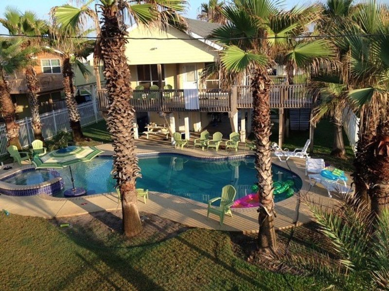 Front row w/ POOL, 2 house resort-style complex, alquiler vacacional en Surfside Beach