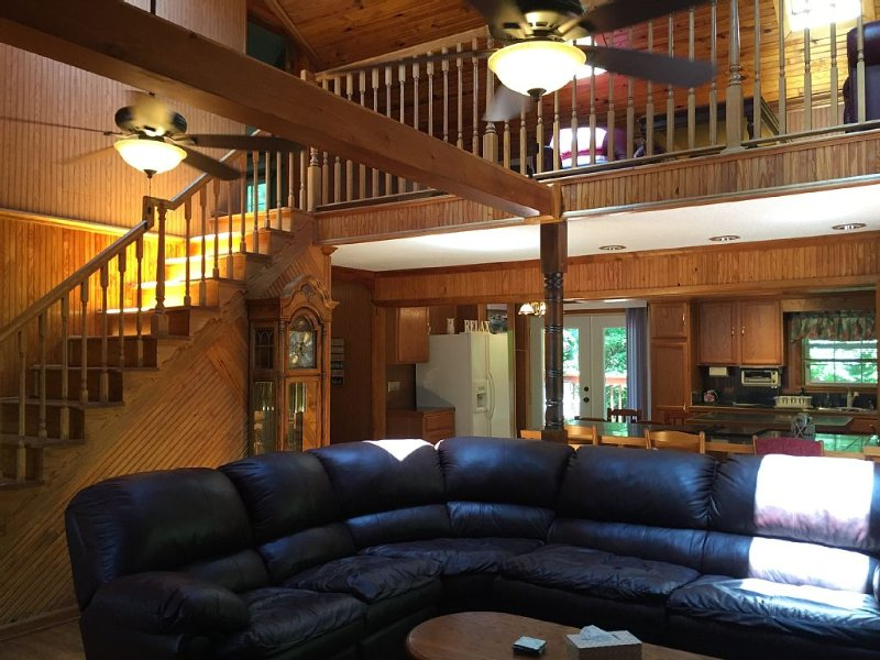 3 Bedroom 3 Bath Home Close To Star Point Marina On Beautiful Dale Hollow Lake, vacation rental in Albany