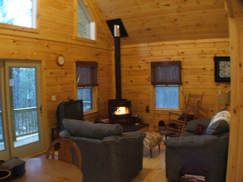 Secluded, Furnished, Log Home, Close To Many Adirondack Attractions., location de vacances à Jay