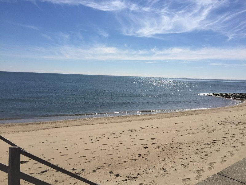 Spacious, Family-friendly Home With Deeded Popponesset Beach Rights, location de vacances à Mashpee