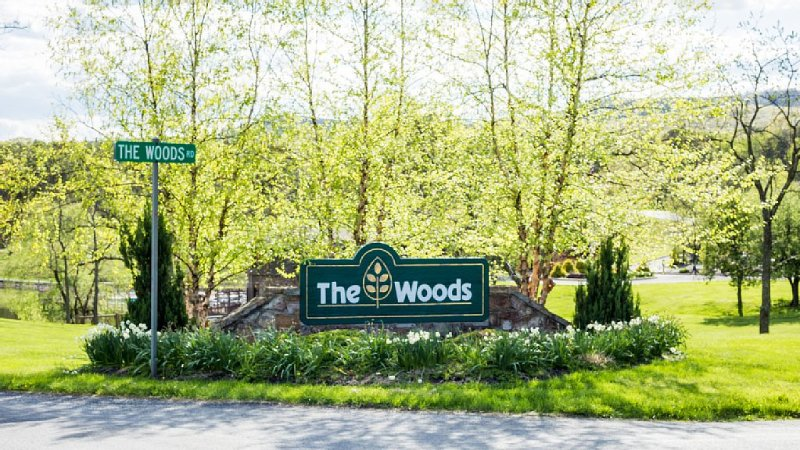 Oakhill Cottage at 'The Woods' Spa, Golf, Tennis and Swimmig, vacation rental in Great Cacapon