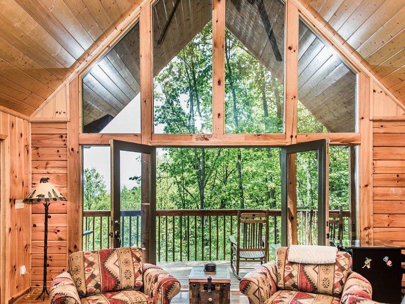 Mountain View Cabin Conveniently Located Between Gatlinburg & Pigeon Forge, alquiler de vacaciones en Sevierville