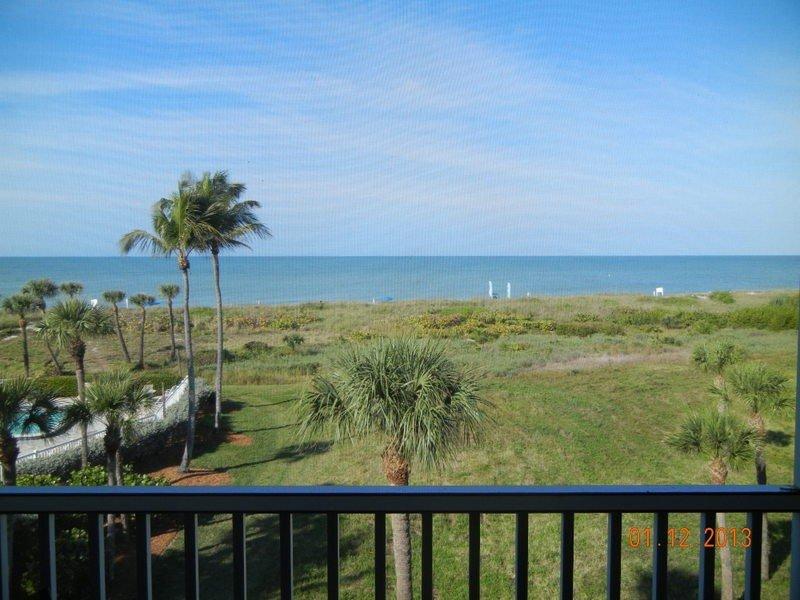 South Seas loft top two floors Beach Villa beach items provided BEACH OPEN, holiday rental in Captiva Island
