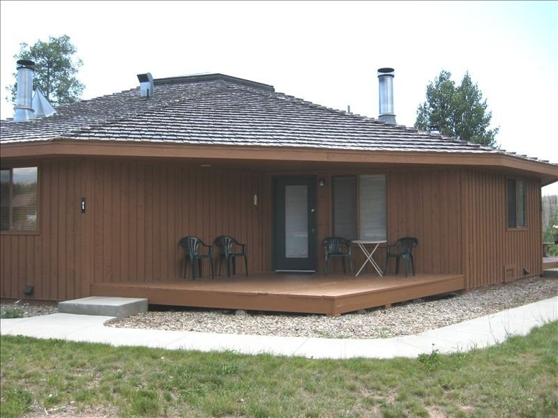 Affordable One bedroom Condo/Cottage in Grand Lake! Pool*hot tub*fitness & more!, vacation rental in Grand Lake
