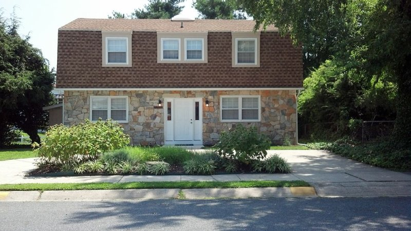 In-town, Close to Everything, Perfect for Families - 5 Br  each w/ its own, alquiler de vacaciones en Rehoboth Beach