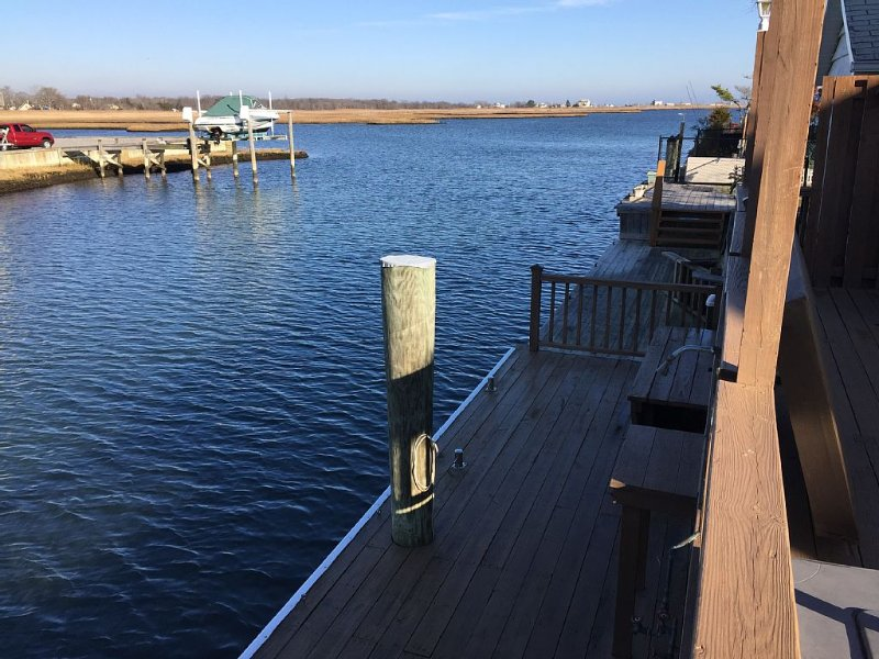 Relaxing Smith Point Beach House on Private Canal, aluguéis de temporada em East Patchogue