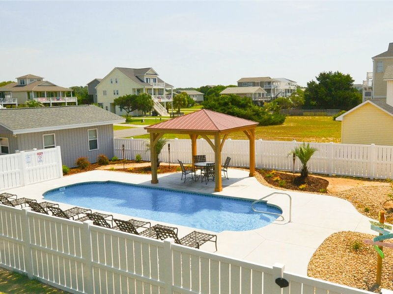 2nd Row, 6 BR, 3BA, Huge Heated Pool, separate Teen Cottage, Dog-Friendly, location de vacances à Oak Island
