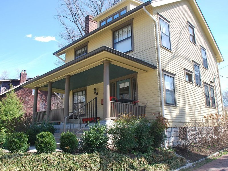 Perfect Location In Center Of Highlands! +2500 Sq Ft, vacation rental in Louisville