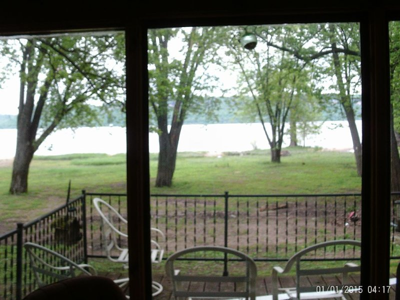 Vintage Lake Cottage On The Shores Of Lake Pepin, holiday rental in Lake City