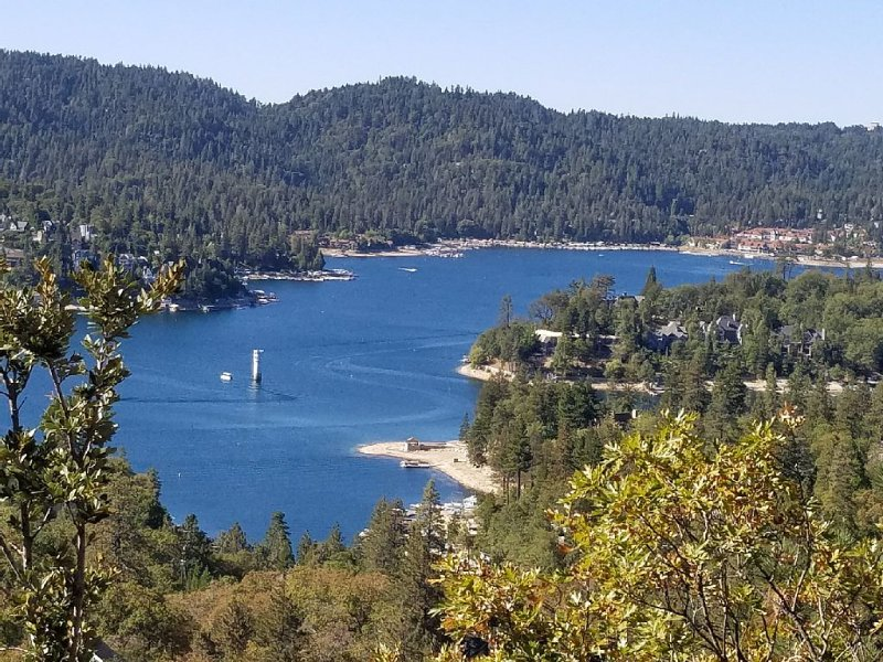 Lake Arrowhead's Very Own Yellowstone Manor with Amazing  Views, vacation rental in Lake Arrowhead