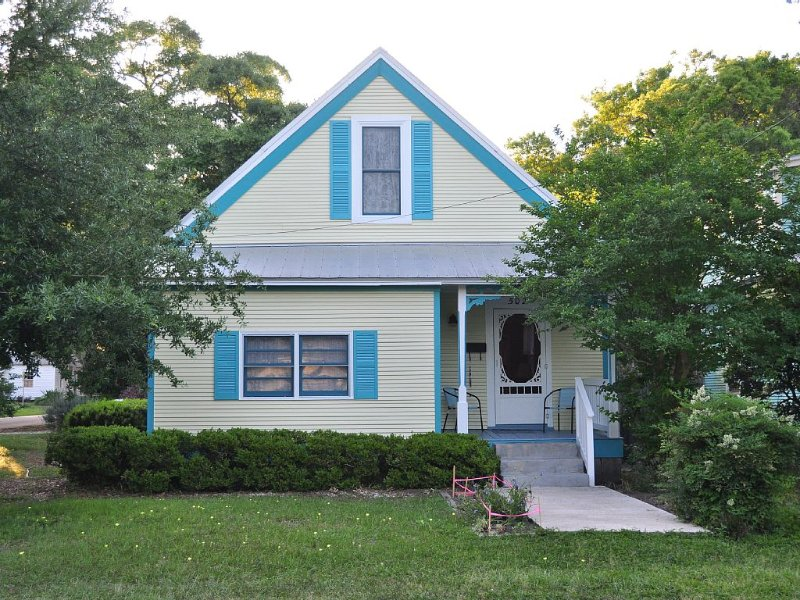 Cottage Retreat, Smoke Free, Close to Downtown Dining, Golf, Fishing, Beach, holiday rental in Yulee