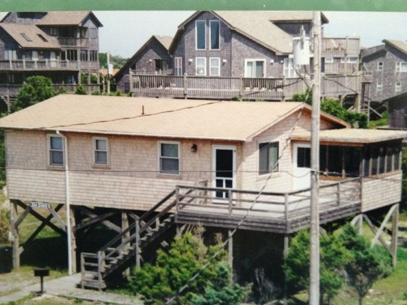 Enjoy Easy Access To The Ocean Less Than 100 Yards Away!!, location de vacances à Hatteras