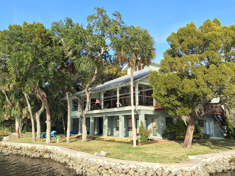 Ultimate Luxury Waterfront Home on the Homosassa River, holiday rental in Homosassa