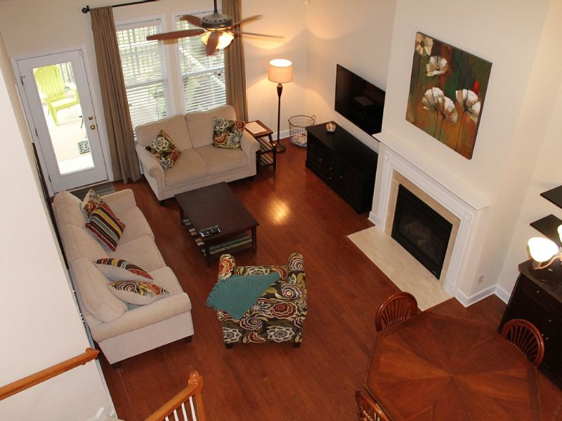 Luxury Townhouse 4BR/2.5BA, Steps Away From TPC Clubhouse & Pool, location de vacances à Murrells Inlet