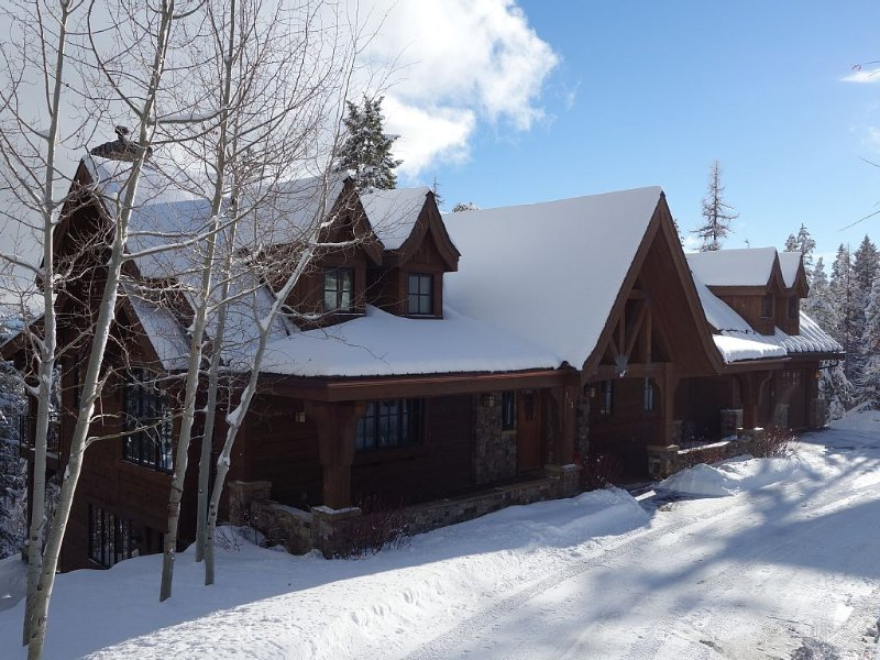 Ski-in/Ski-Out Home With Unbelievable Views Of Great Northern Mountain, aluguéis de temporada em Whitefish