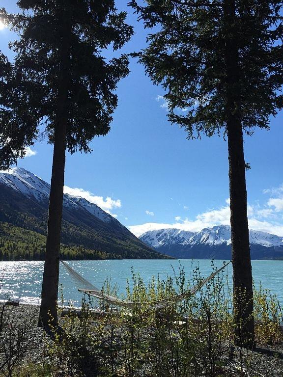 Relax at Kenai Lake House ...right on Kenai Lake