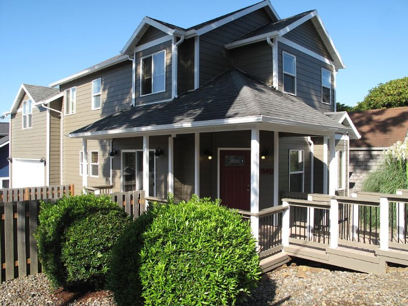Upscale Beach N Pad ****Great Price****Great Location****, location de vacances à Lincoln City