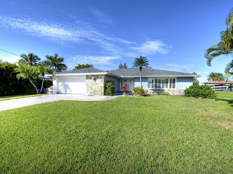 Spacious Pool House Located On Quiet South End, vacation rental in Fort Myers Beach