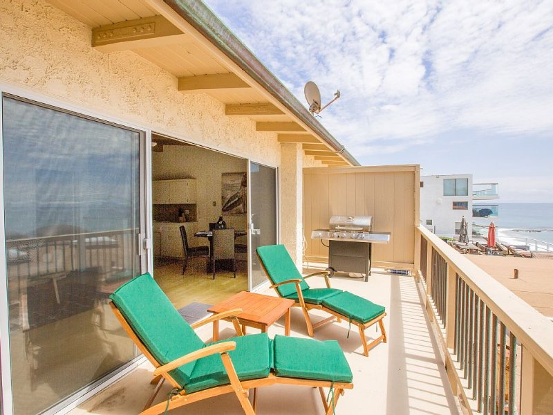 Malibu Road Classic 1 Bed / 1 Bath Beach House With Private Beach Access and BBQ, vacation rental in Malibu
