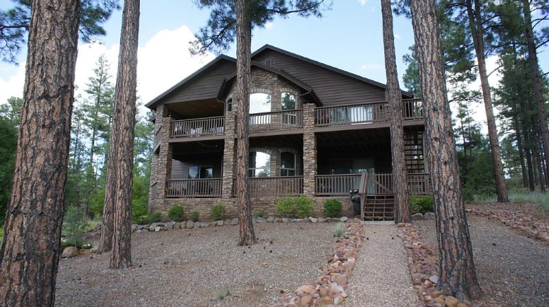 Beautiful Cabin * Torreon w/ Golf Course & Lake Views. INCLUDES GOLF PRIVILEGES, holiday rental in Show Low