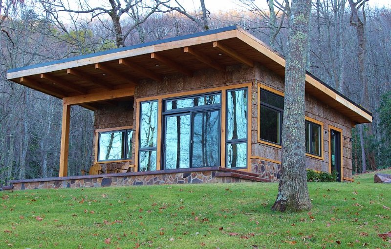 The Sounds of Nature!  Wildlife and Mtn. views are all you will see and hear, holiday rental in Glade Spring