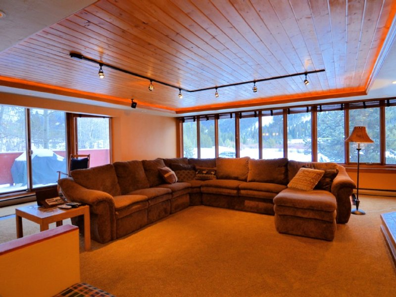 Recently Remodeled! Spacious 2 Bdr+/2 Bath Condo - 5 Star Reviews, alquiler vacacional en Keystone